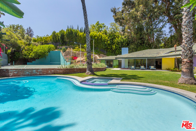 Photo of 1009 N Beverly Dr, Beverly Hills, CA 90210