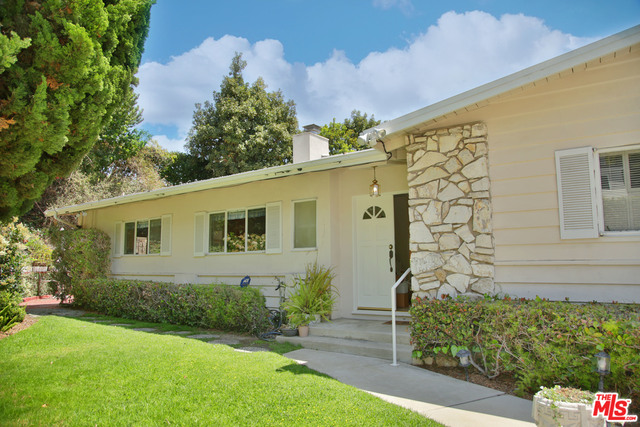 Photo of 9827 Beverlywood St, Los Angeles, CA 90064