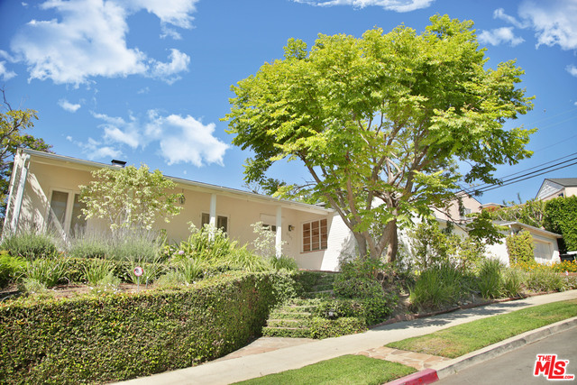 Photo of 2963 Queensbury Dr, Los Angeles, CA 90064