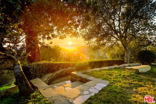 Photo of 2601 Summitridge Dr, Beverly Hills, CA 90210
