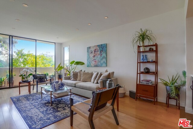 Photo of 930 N Wetherly Dr #105, West Hollywood, CA 90069
