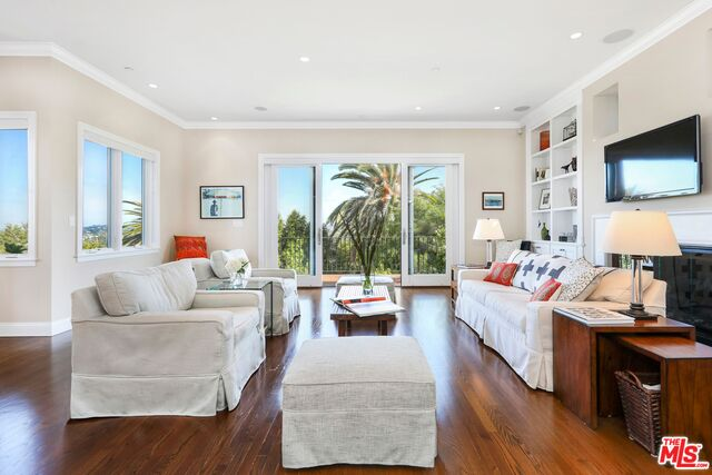 Photo of 3671 Lowry Rd, Los Angeles, CA 90027