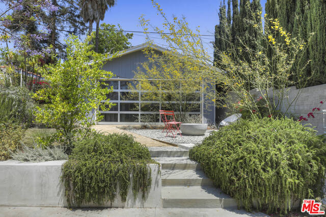 Photo of 4209 Clayton Ave, Los Angeles, CA 90027