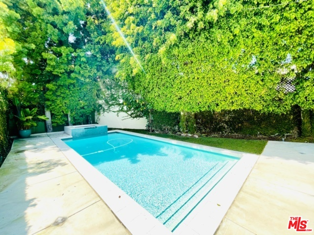 Photo of 559 Huntley Dr, West Hollywood, CA 90048