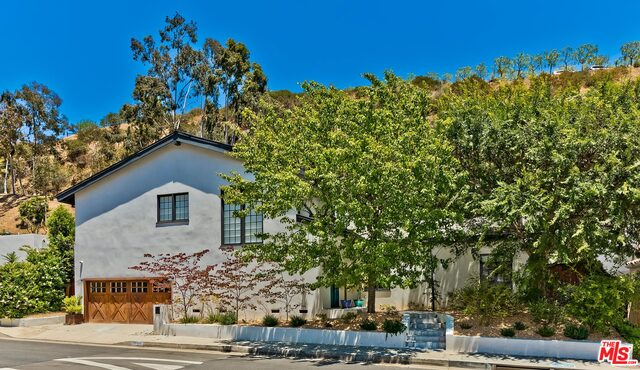 Photo of 1944 N Beverly Dr, Beverly Hills, CA 90210