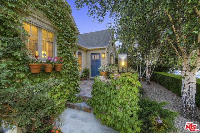 Photo of 1606 Stearns Dr, Los Angeles, CA 90035