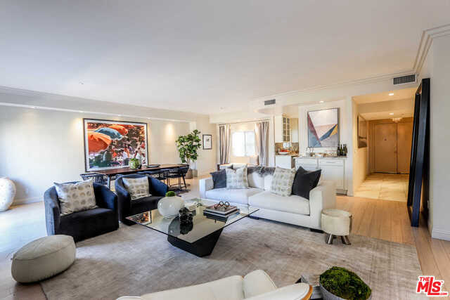Photo of 121 S Palm Dr #404, Beverly Hills, CA 90212