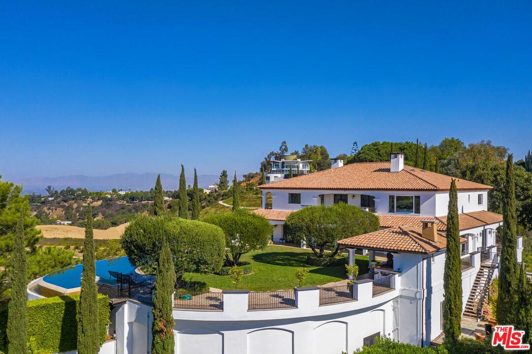 Photo of 2576 Bowmont Dr, Beverly Hills, CA 90210