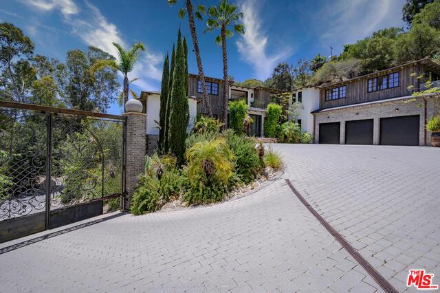 Photo of 1105 Rivas Canyon Rd, Pacific Palisades, CA 90272