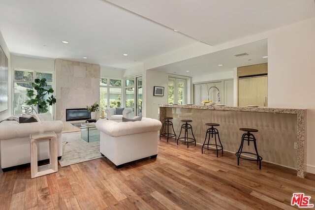 Photo of 447 N Doheny Dr #204, Beverly Hills, CA 90210