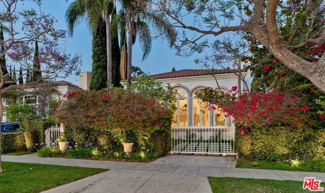 Photo of 106 N Oakhurst Dr, Beverly Hills, CA 90210