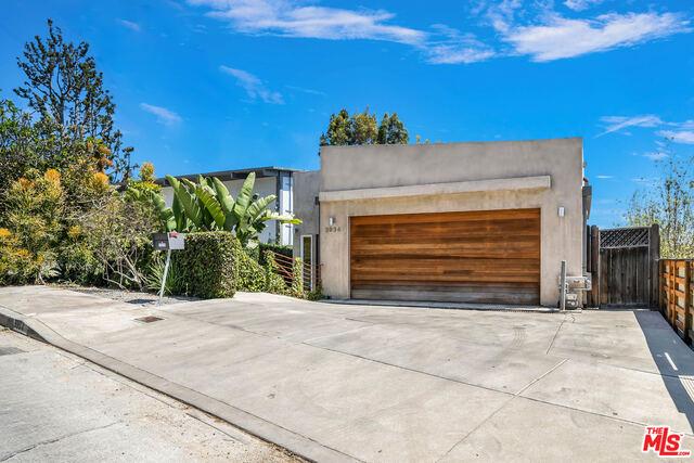 Photo of 3934 De Longpre Ave, Los Angeles, CA 90027