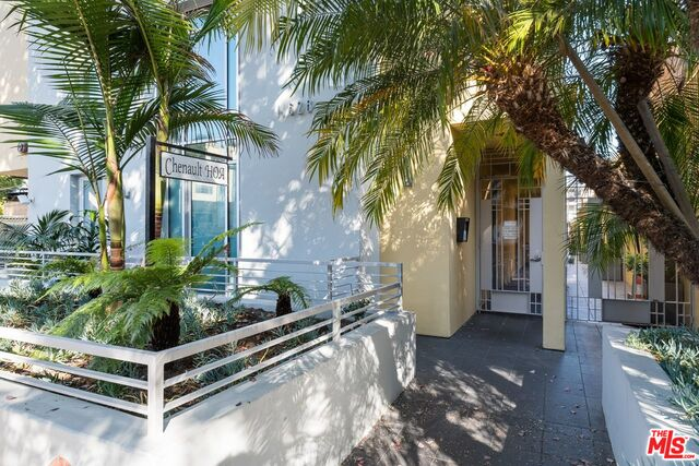 Photo of 11628 Chenault St #105, Los Angeles, CA 90049