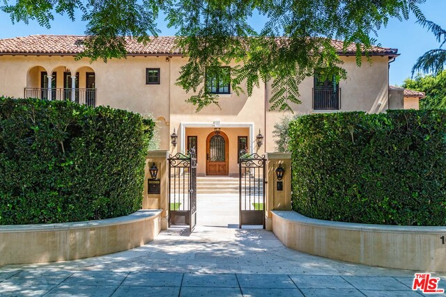 Photo of 1010 N Roxbury Dr, Beverly Hills, CA 90210