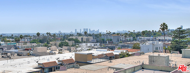 Photo of 7320 Hawthorn Ave #402, Los Angeles, CA 90046
