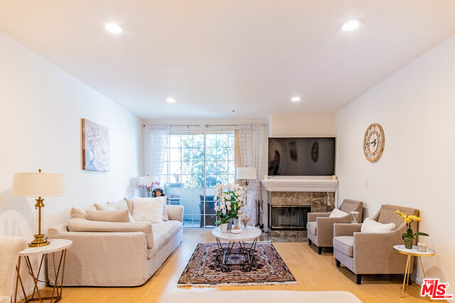 Photo of 930 N Doheny Dr, West Hollywood, CA 90069