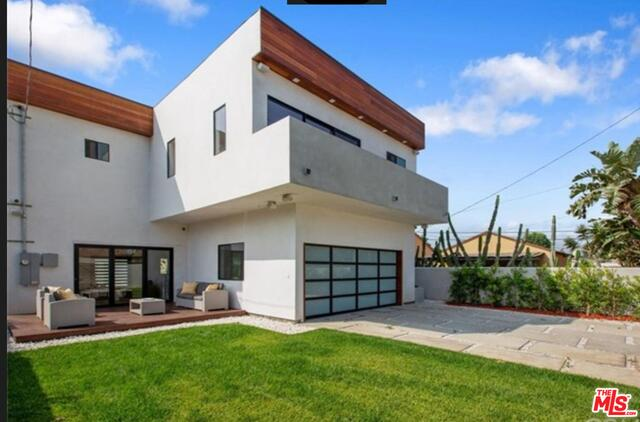 Photo of 11931 Tennessee Pl, Los Angeles, CA 90064