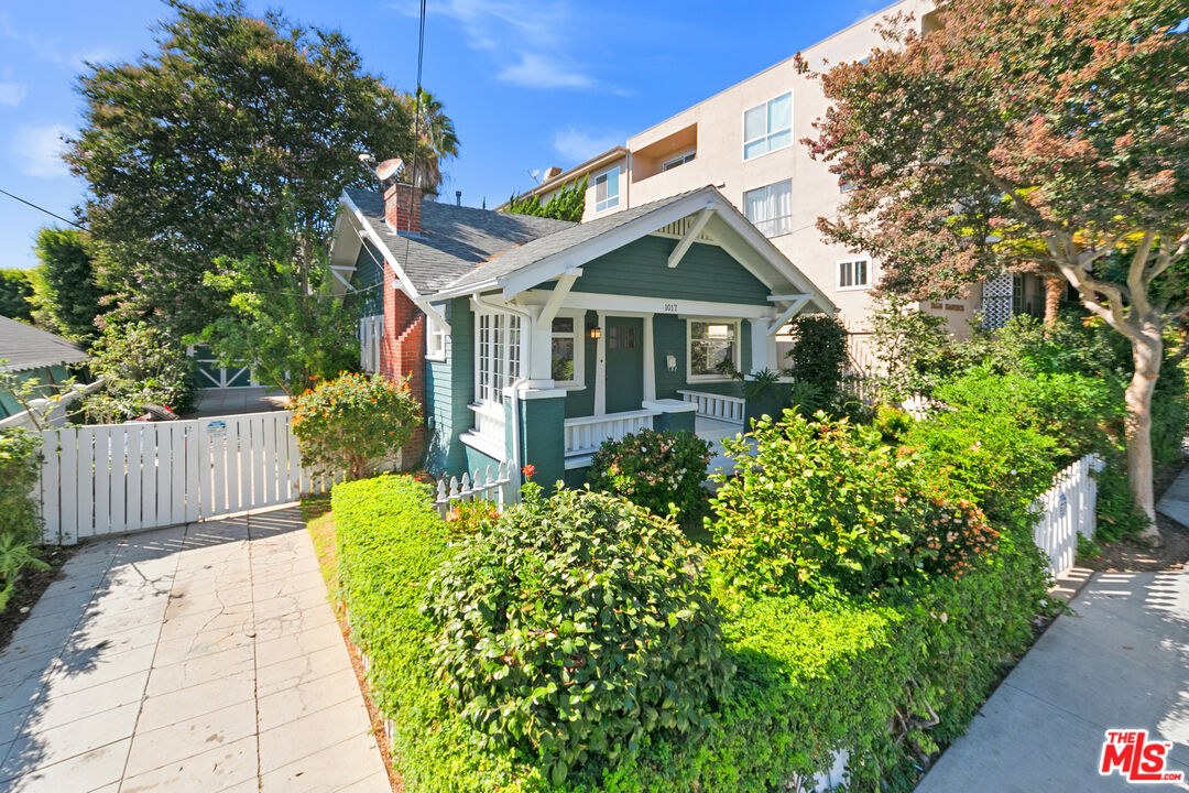Photo of 1017 Hancock Ave, West Hollywood, CA 90069