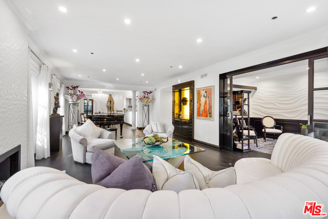 Photo of 425 N Maple Dr #203, Beverly Hills, CA 90210
