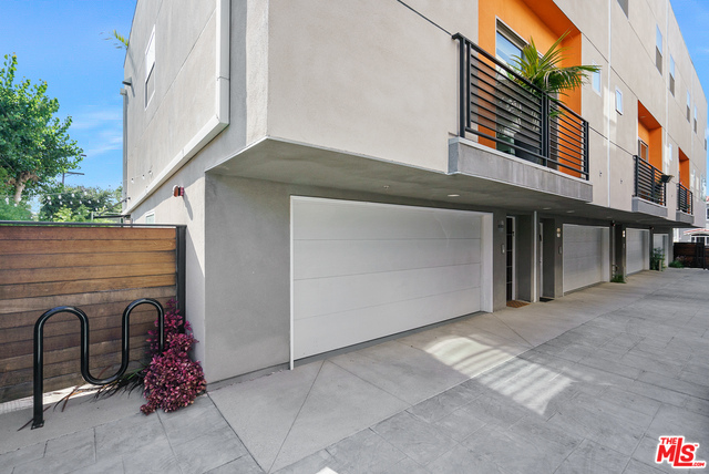 Photo of 6066 Pickford St, Los Angeles, CA 90035