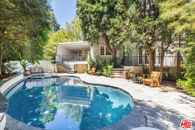 Photo of 5509 Red Oak Dr, Los Angeles, CA 90068