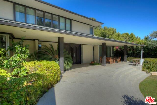 Photo of 968 N Alpine Dr, Beverly Hills, CA 90210