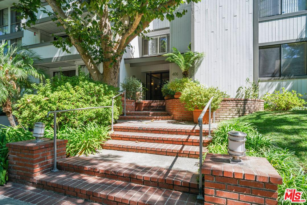 Photo of 406 N Oakhurst Dr #303, Beverly Hills, CA 90210