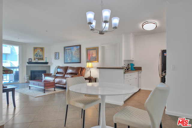 Photo of 7320 Hawthorn Ave #410, Los Angeles, CA 90046