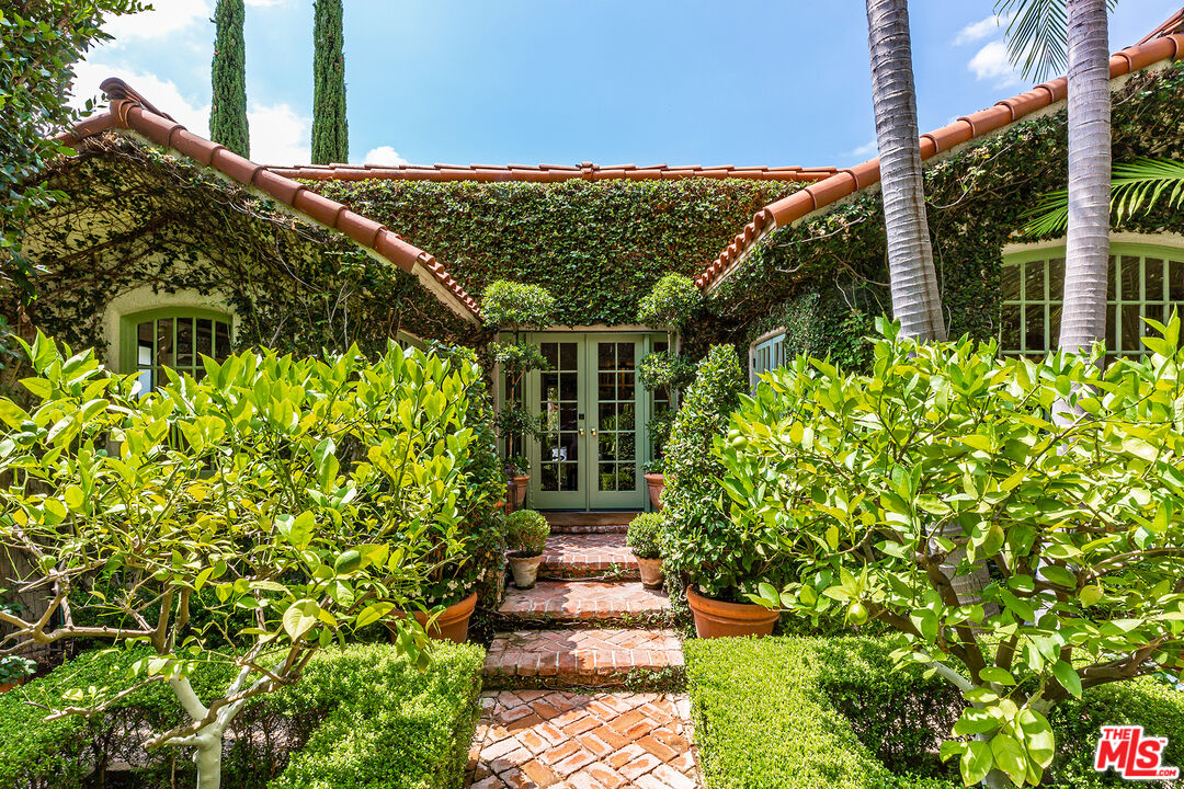 Photo of 535 Westmount Dr, West Hollywood, CA 90048