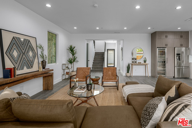 Photo of 542 N COMMONWEALTH AVE, LOS ANGELES, CA 90004