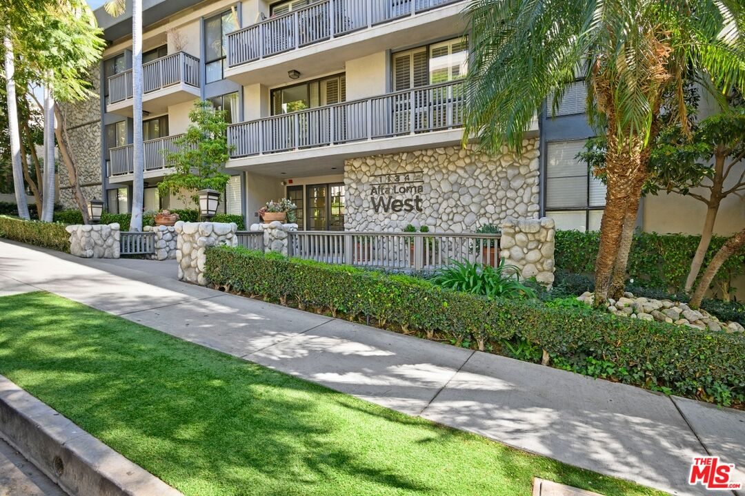 Photo of 1134 Alta Loma Rd #107, West Hollywood, CA 90069