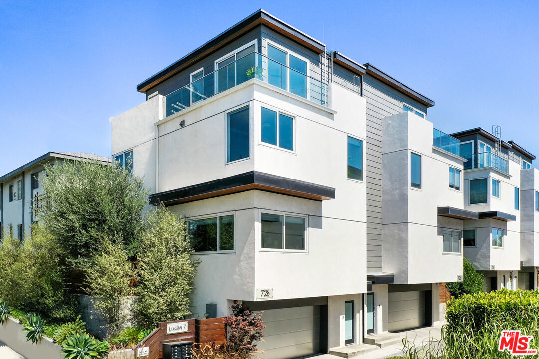 Photo of 728 Lucile Ave, Los Angeles, CA 90026