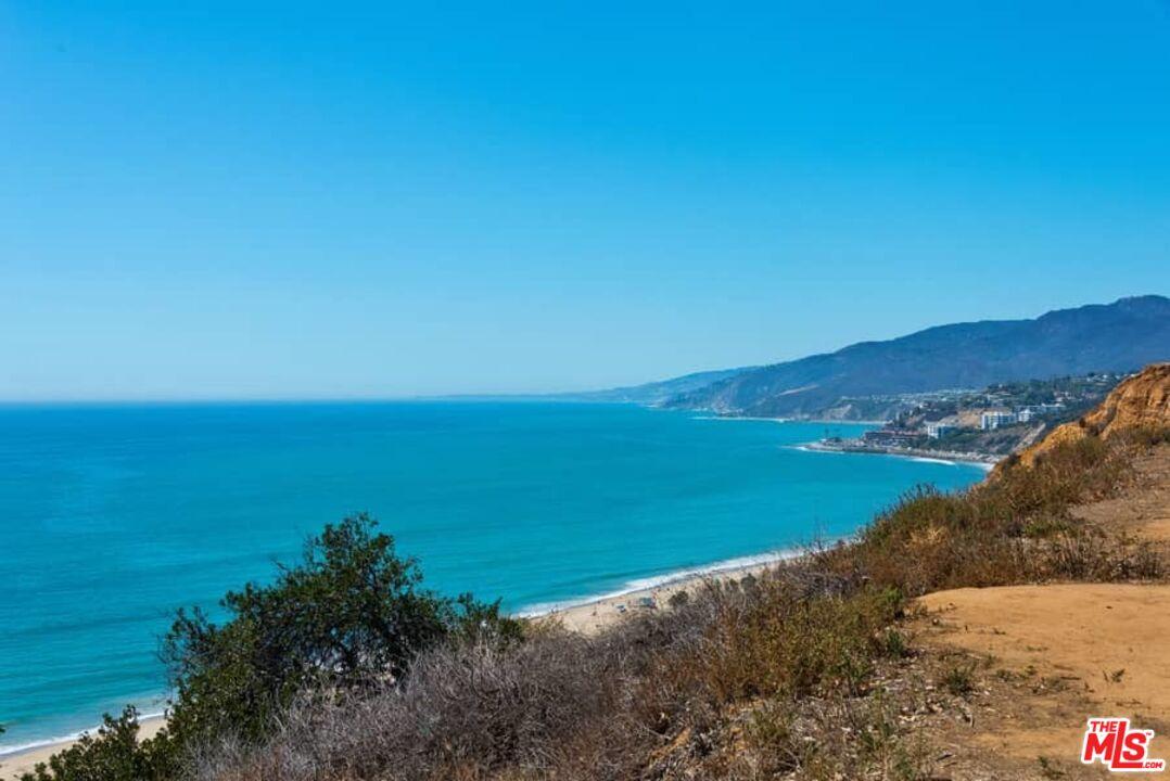 Photo of 15515 Via De Las Olas, Pacific Palisades, CA 90272