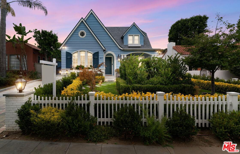 Photo of 217 N Windsor Blvd, Los Angeles, CA 90004