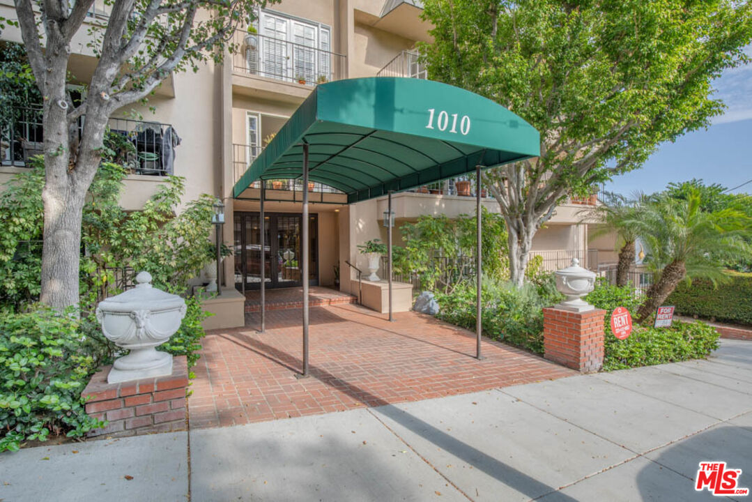 Photo of 1010 Palm Ave #204, West Hollywood, CA 90069