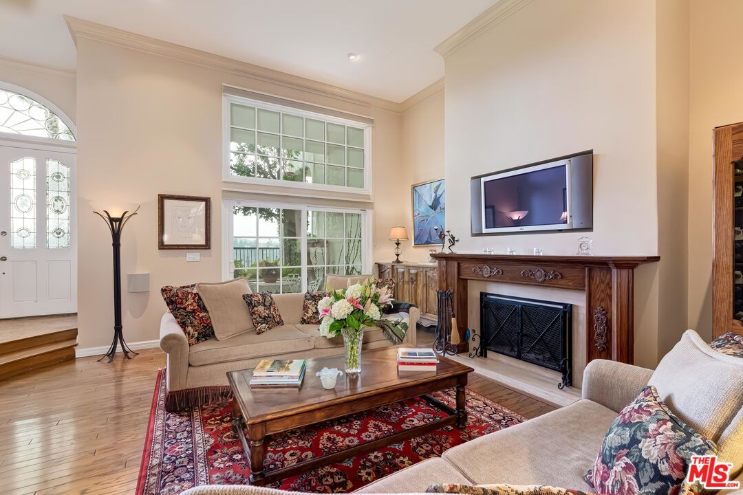 Photo of 2311 Roscomare Rd #18, Los Angeles, CA 90077