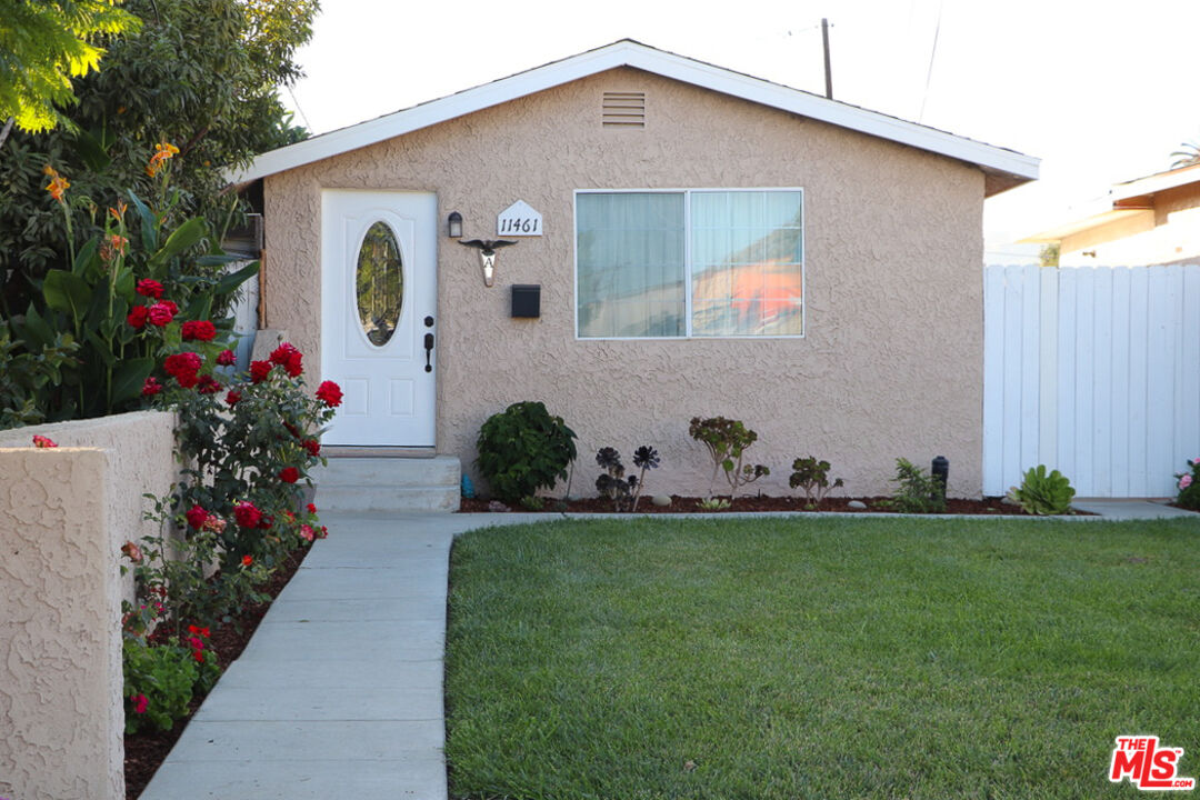 Photo of 11461 Azahar St, Ventura, CA 93004