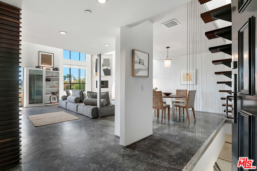 Photo of 720 Huntley Dr #207, West Hollywood, CA 90069