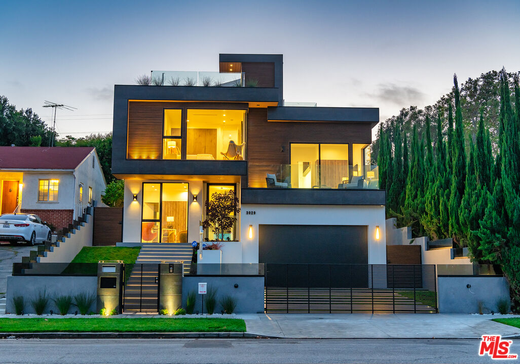 Photo of 3029 CASTLE HEIGHTS AVE, Los Angeles, CA 90034