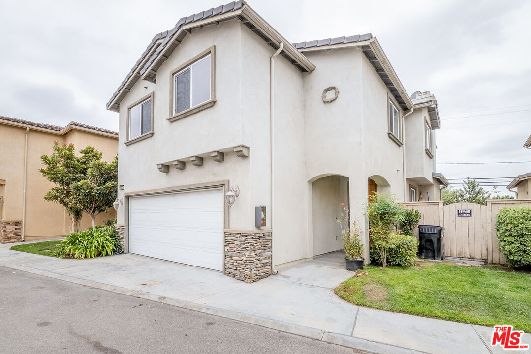 Photo of 8332 Telegraph Rd, Downey, CA 90240