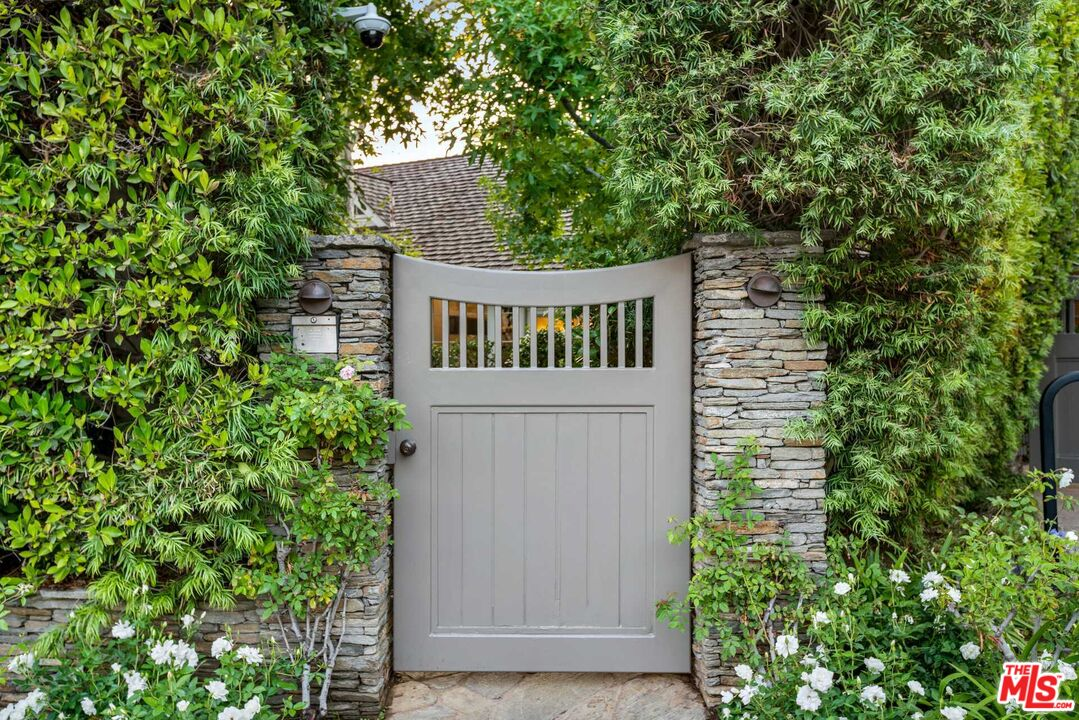Photo of 1601 San Remo Dr, Pacific Palisades, CA 90272