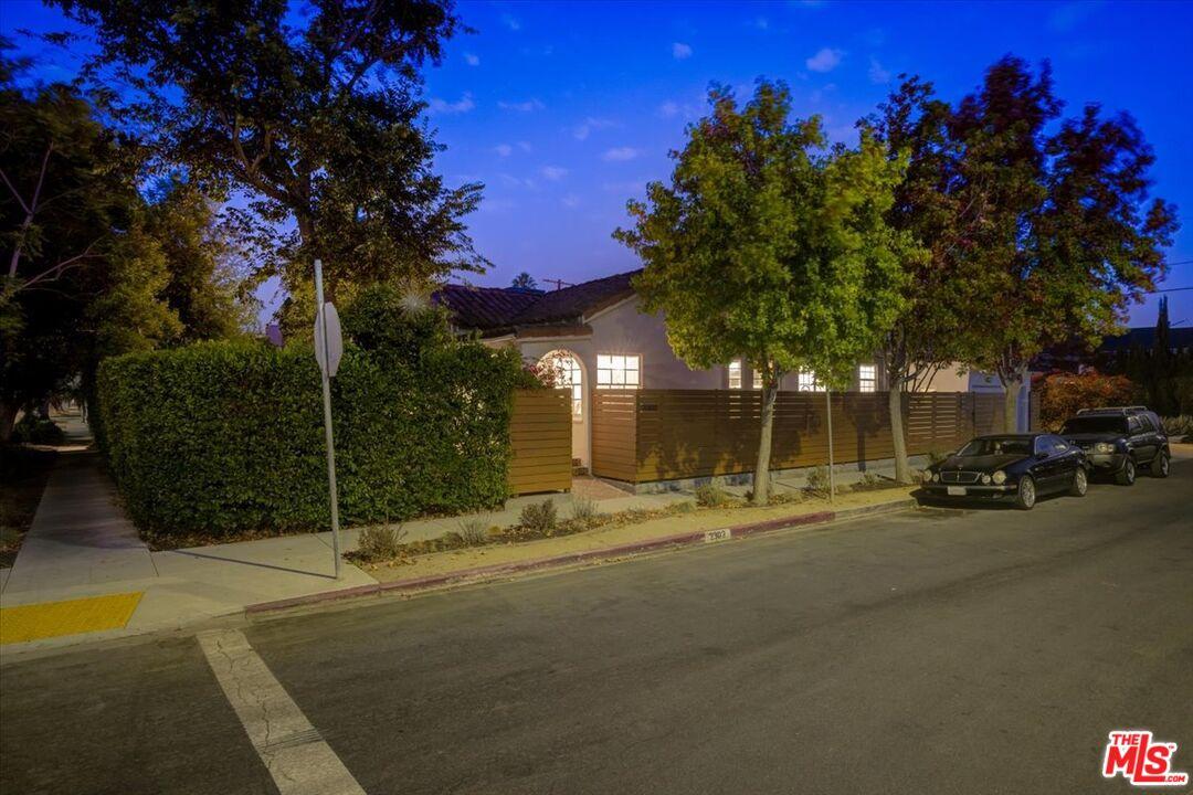 Photo of 8724 Cadillac Ave, Los Angeles, CA 90034