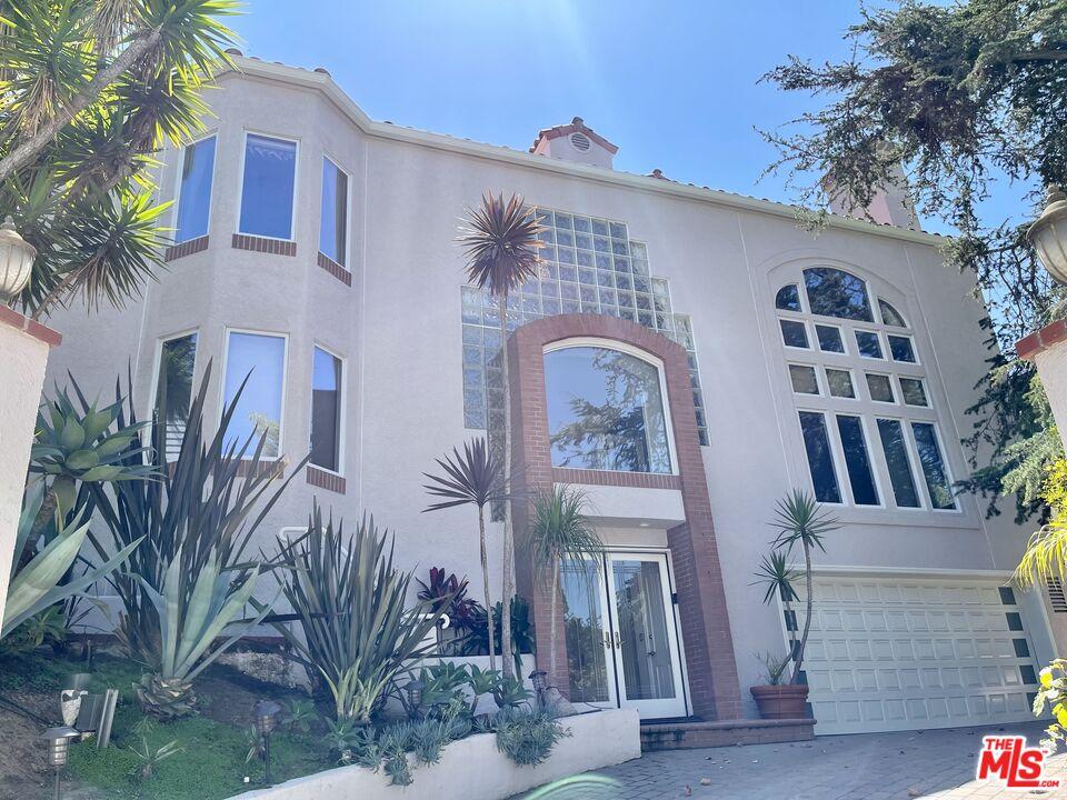 Photo of 10346 Lorenzo Dr, Los Angeles, CA 90064