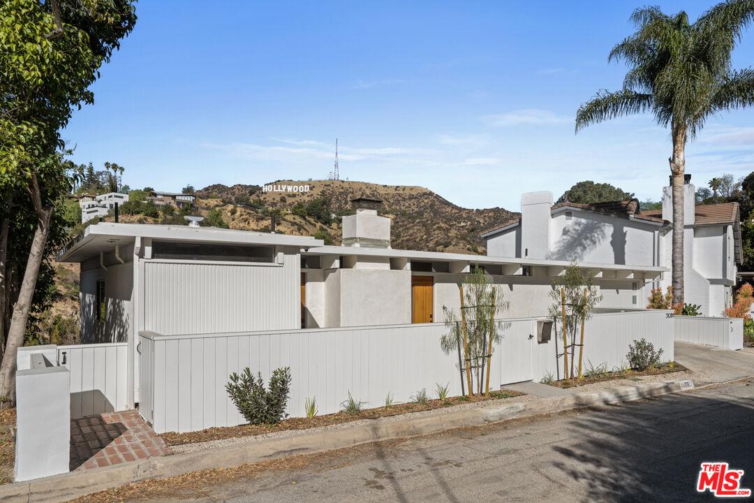 Photo of 3081 Hollyridge Dr, Los Angeles, CA 90068