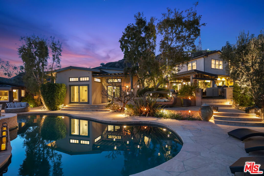Photo of 6161 Mulholland Hwy, Los Angeles, CA 90068