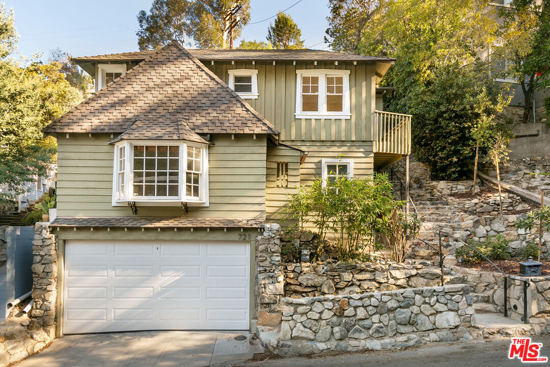 Photo of 721 Country Club Dr, Burbank, CA 91501