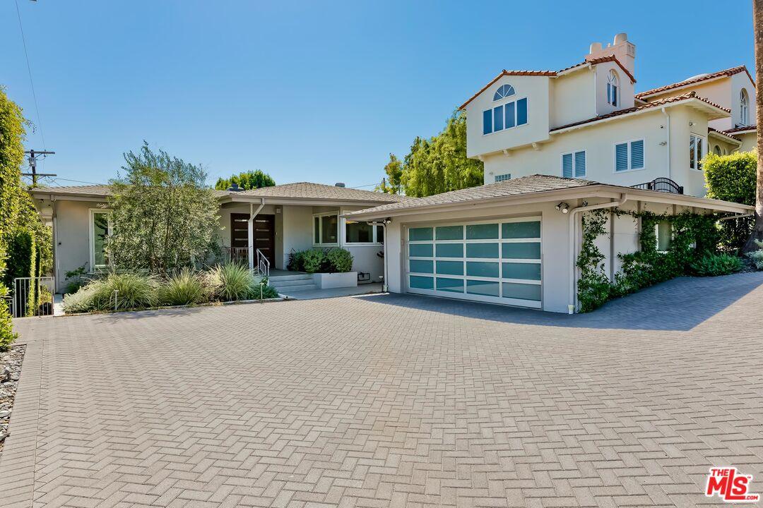 Photo of 9820 Burgen Ave, Los Angeles, CA 90034