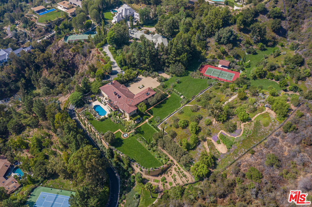 Photo of 13058 Rivers Rd, Los Angeles, CA 90049