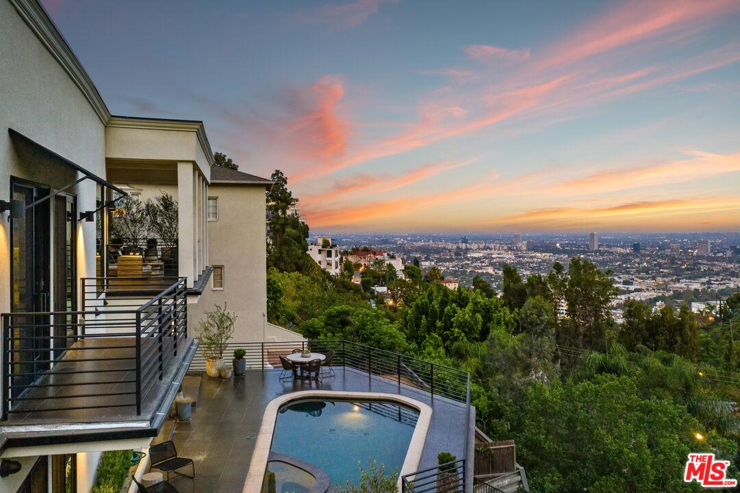 Photo of 8578 Hollywood Blvd, Los Angeles, CA 90069