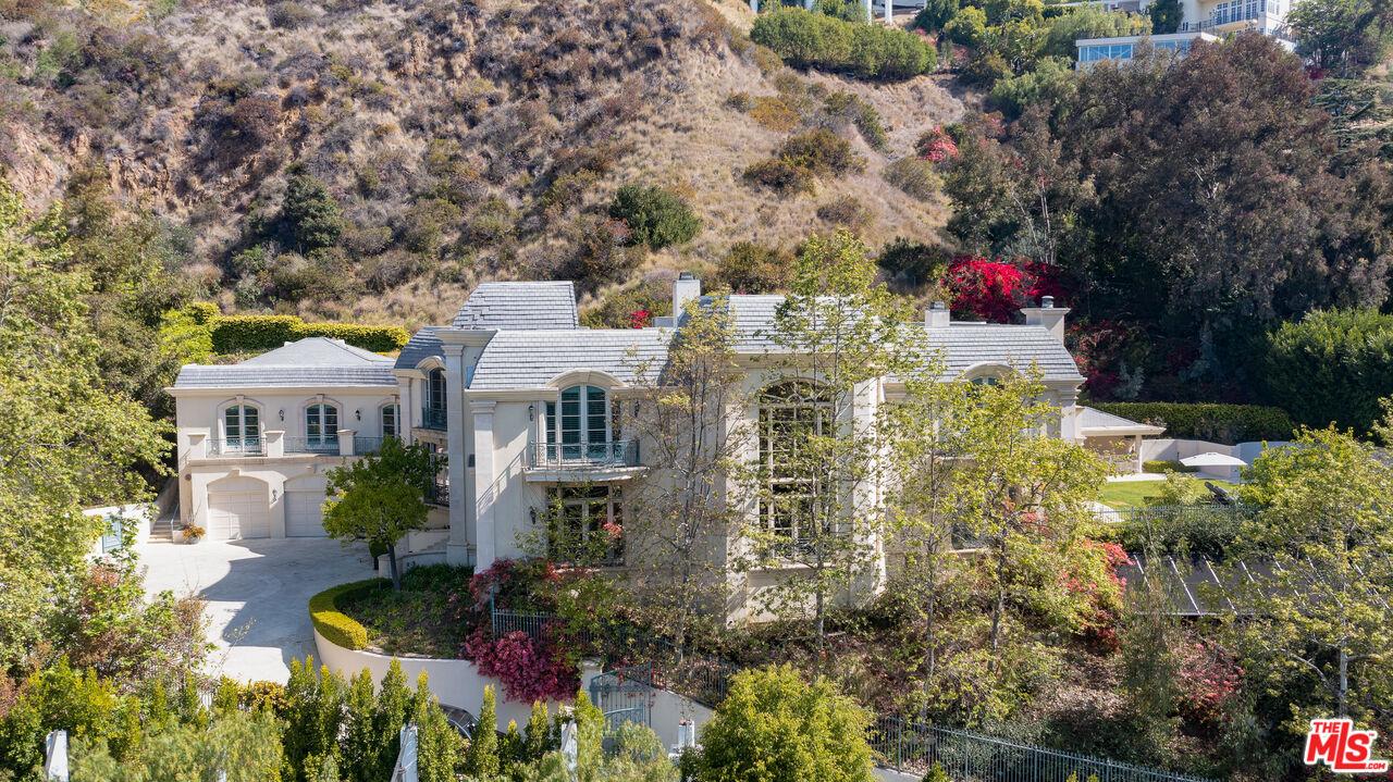 Photo of 10509 Vestone Way, Los Angeles, CA 90077